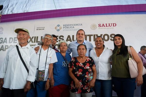 La entrega de los 250 auxiliares auditivos y aparatos funcionales se realizó en el municipio en las instalaciones del Centro Estatal de Desarrollo Integral de la Familia, (CEDIF) del DIF Morelos, ubicado en el municipio de Temixco. Foto: Especial
