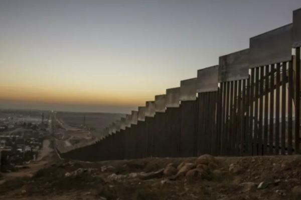 La empresa encargada de levantar este tramo de muro fronterizo será la Southwest Valley Constructors. Foto Especial