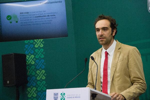 Andrés Lajous en conferencia de prensa