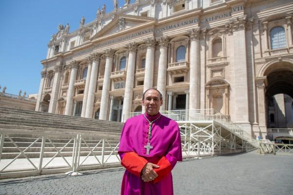 Arzobispo de Tlalnepantla recibe palios del Papa Francisco
