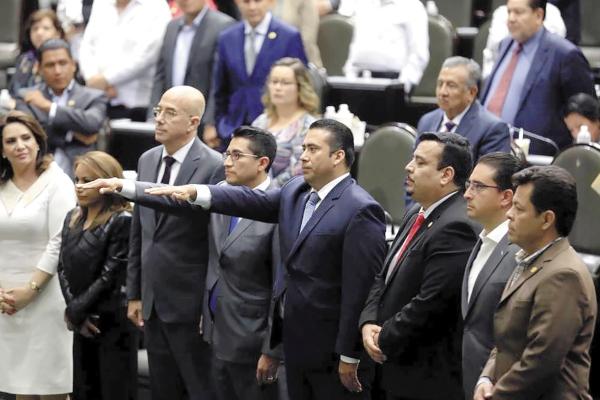 Ricardo Garza presentó la de - manda de am - paro 732/2019/ VII en contra de la Cámara de Diputados. Foto: Especial