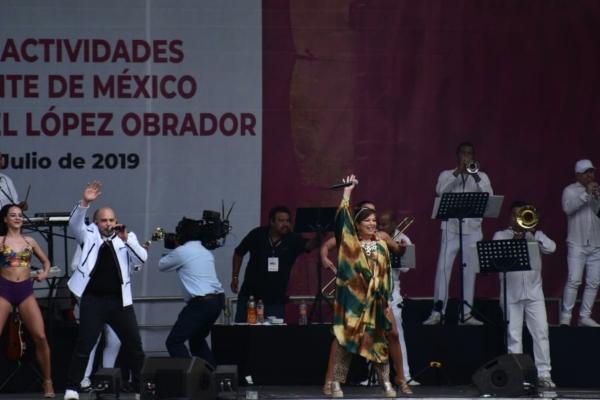 El mariachi incluyó la participación de Alejandra Díaz, anunciada como