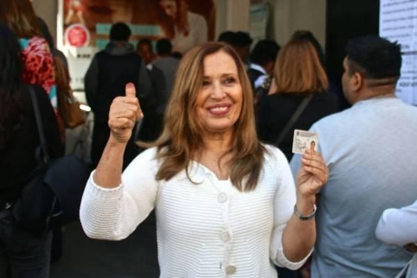 María Rojo competía por la Alcaldía de Coyoacán, perdió. Ya había sido senadora por el PRD. Hace unos días le entregó el Ariel de Oro a Héctor Bonilla. Foto: Especial