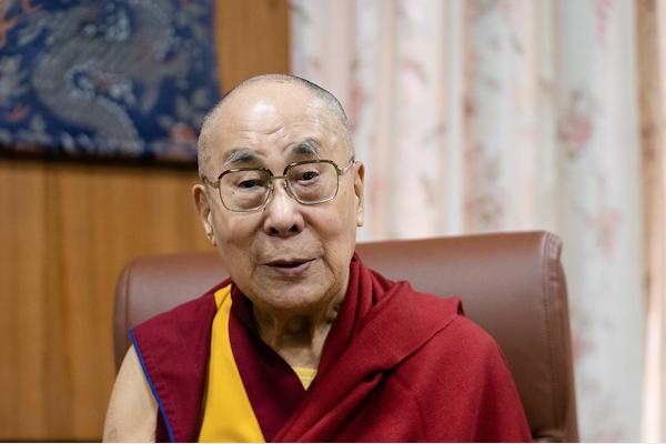 Dalai-Lama-sucesora-atractiva-disculpas