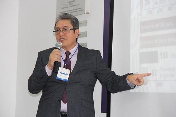 El ahora ex funcionario federal originario de Veracruz adjuntó copias de su declaración de modificación patrimonial y un documento emitido por la Secretaría de la Función Pública. Foto: Especial