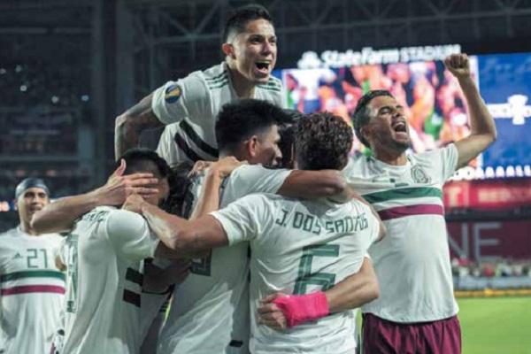 DESAHOGO. Los jugadores del Tricolor descargaron la tensión con el gol de Raúl Jiménez, al 93'. Foto: MEXSPORT