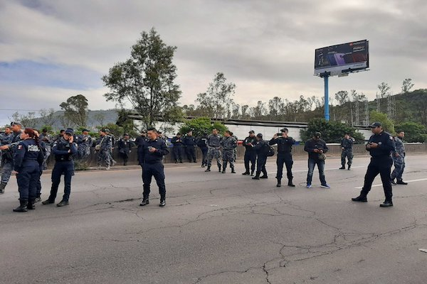 Bloqueo-Policia-Federal-Autopista-Mexico-Pachuca