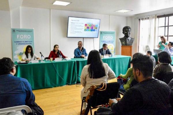 El legislador inauguró el foto: Cambio Climático y Urbanización. Foto: Especial.
