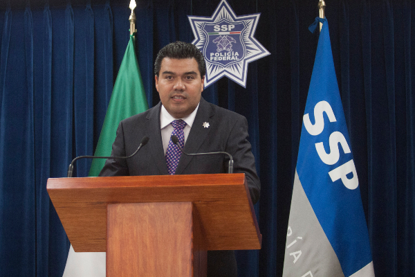 José Ramón Salinas en una conferencia de prensa
