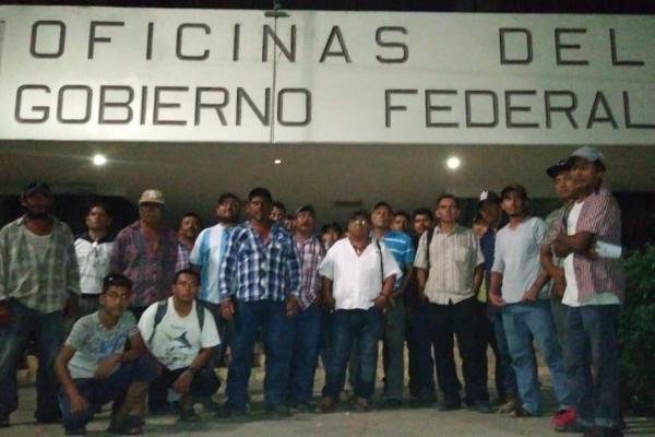 Los manifestantes vienen de zonas lejanas, gastando dinero que no tienen para exigir la regularización de sus propiedades. Foto: Joel Ynurreta