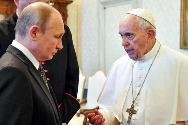 Putin, que se había encontrado con Francisco dos veces antes, llegó al Vaticano al comienzo de una visita de diez horas a Italia. Foto EFE