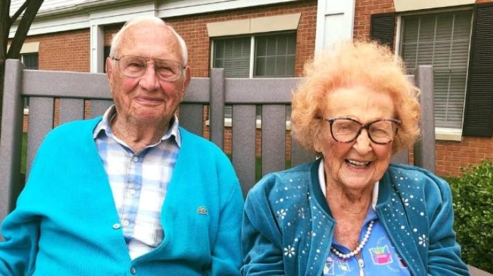 Ambos suman más de 200 años de edad y demostraron que nunca es tarde y, que para el amor, no hay edad. Foto Especial