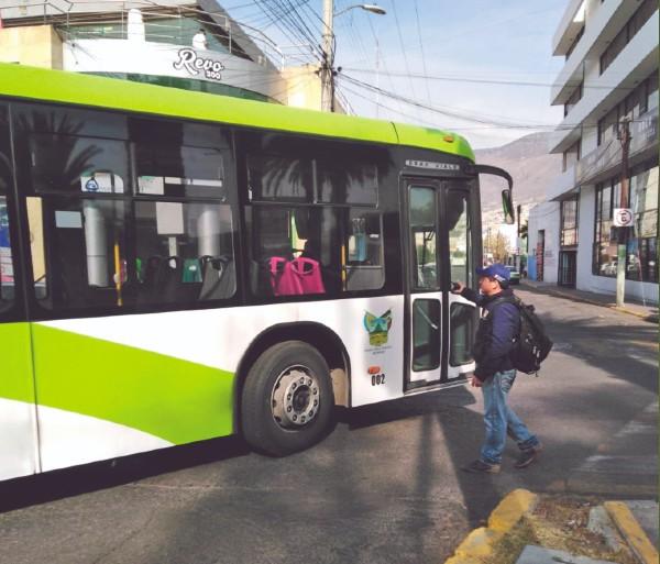 El Tuzobús da servicio a miles de personas diariamente. Foto: Especial