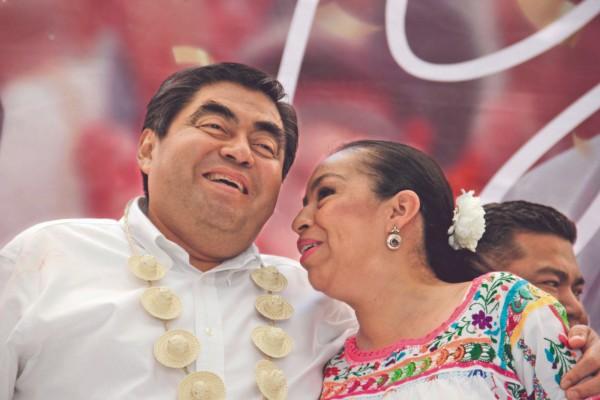 RECORRIDO. Miguel Barbosa realizó su gira de agradecimiento en Acatlán de Osorio. Foto: Enfoque