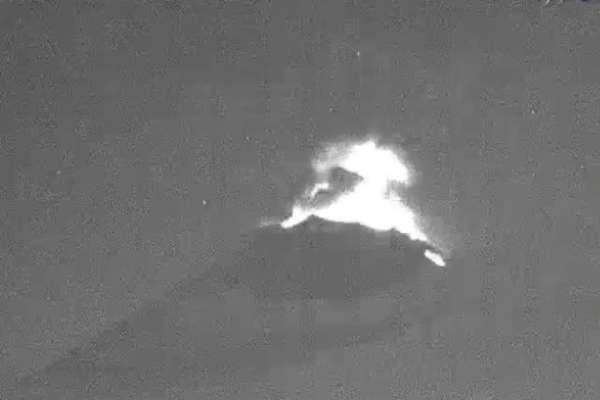 Las autoridades exhortaron a las personas a no acercarse al volcán y reiteró que el semáforo se mantiene en Amarillo Fase 2. Foto: @PC_Puebla