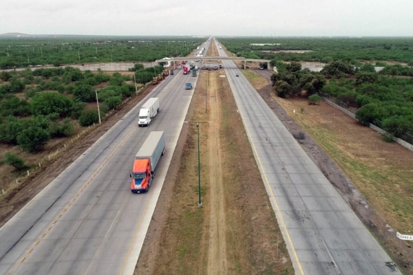 De un promedio de ocho robos diarios que se cometían a tráileres y camiones en el sur de Tamaulipas, que equivalían a 250 por mes, se redujo a cero, aseguró el presidente de la Cámara Nacional del Auto Transporte de Carga, Leobardo Saldívar Caballero. Foto: Especial