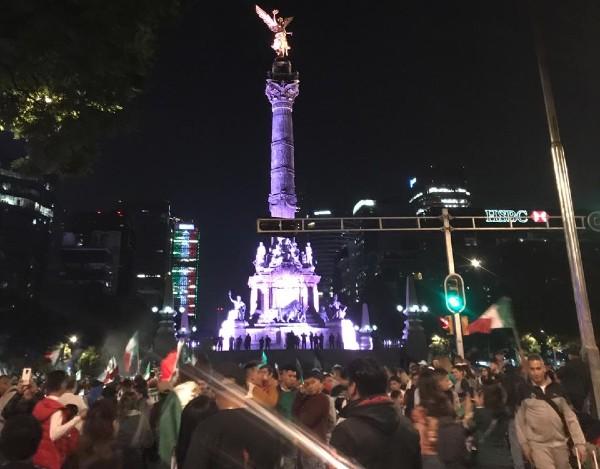 Sobre Avenida Paseo de la Reforma, la alegría de los mexicanos tuvo su prueba de ebullición. Foto: Andrea Merlos
