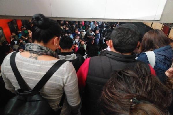 El Metro pidió a sus usuarios tomar previsiones. Foto: Especial