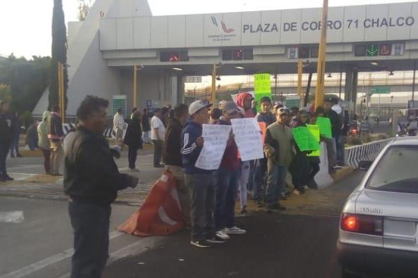 Recolectores-basura-Chalco-caseta-autopista-Mexico-Puebla