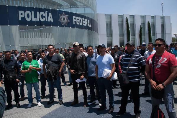 Policías federales piden a sus compañeros unidad durante mesa de negociación. Foto: Archivo | Cuartoscuro