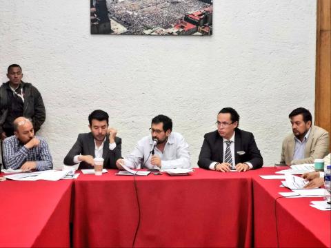 César Cravioto, en una reunión. FOTO: ESPECIAL