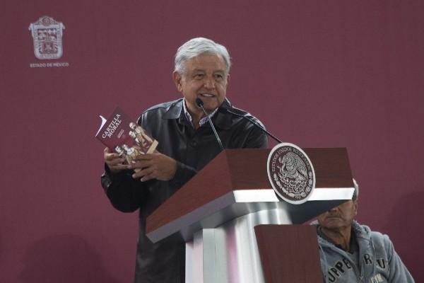 No hay transgresión al estado laico por repartir cartilla moral en iglesias: Arturo Farela