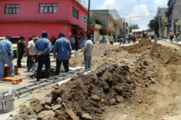 Las autoridades municipales decidieron tapar el socavón de 12 metros de ancho, 20 de largo y ocho de profundidad. Foto: Leticia Ríos