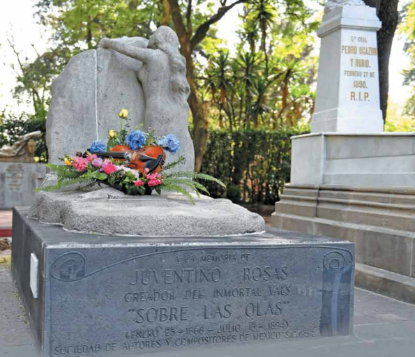 ROBO. El violín de bronce sobre una rama de laurel que conservó la tumba del compositor fue arrancado del concreto. Foto: Pablo Salazar.