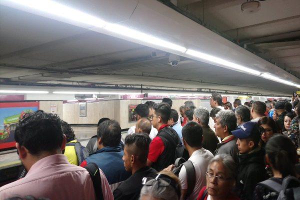 El Metro pidió a los usuarios estar atentos a sus redes sociales para estar informados del servicio. Foto: Archivo | @JhonaaJc