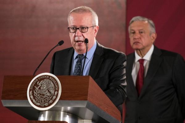Peso se deprecia con renuncia de Carlos Urzúa