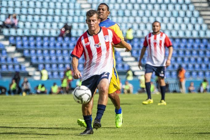 Ramón Ramírez en un partido de leyendas entre Chivas y América.