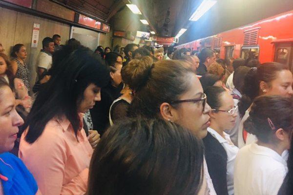 El Metro informó que hay alta concentración de usuarios en todas sus líneas. Foto: Archivo | @Al3xisgap