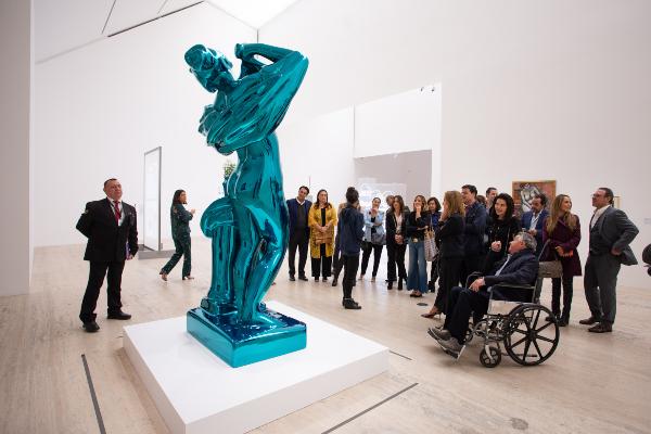 MUSEO. Los asistentes apreciaron las obras de Jeff Koons y Marcel Duchamps. Foto: Yaz Rivera.