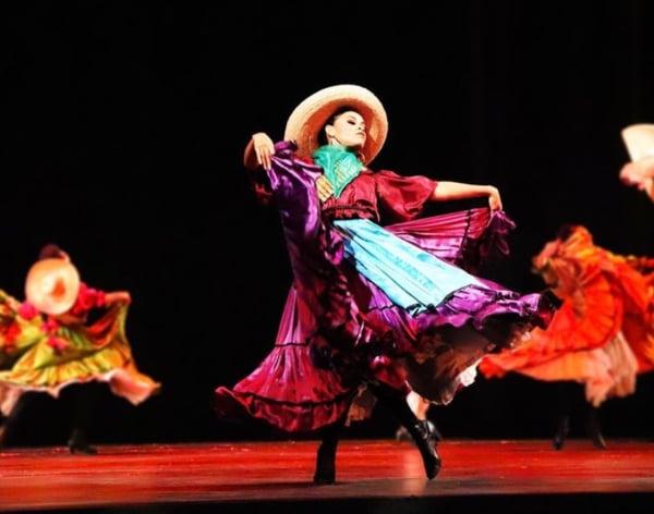 PASIÓN. Viviana realizando una ejecución en el escenario Foto: Yaz Rivera.