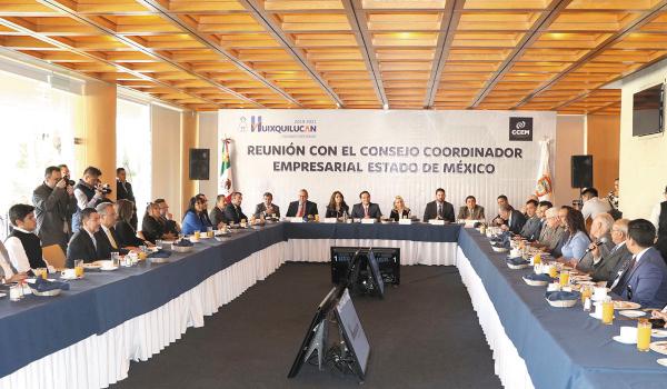 ENCUENTRO. Empresarios de la industria, comercio y turismo se reunieron con el alcalde. Foto: Especial.