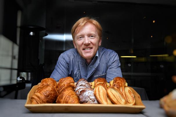 Se distingue por utilizar levadura natural para crecer sus panes y pasteles, además de su máquina fermolevain.  Foto:  Nayeli Cruz