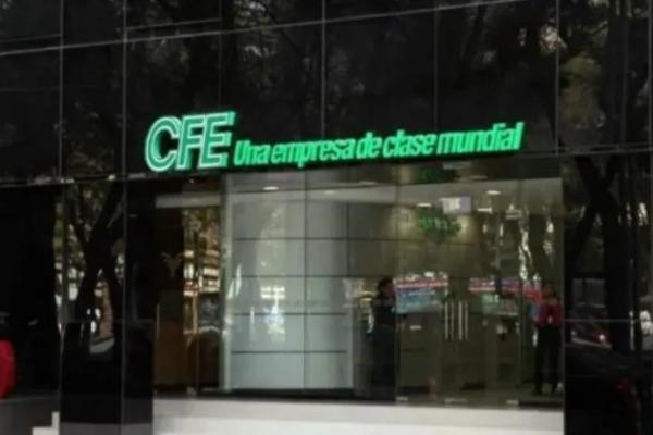 Bartlett destacó los cambios realizados en sectores estratégicos de la CFE. Foto Especial
