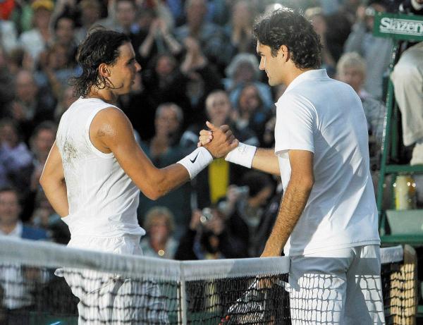 INOLVIDABLE. El duelo de Nadal y Federer finalizó con poca luz natural. Foto: AP.