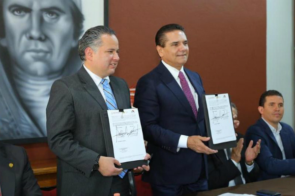 El titular de la Unidad de Inteligencia Financiera, Santiago Nieto se reunió con el gobernador Silvano Aureoles. Foto: Especial.