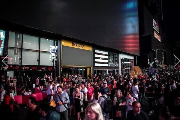 La luz se fue en gran parte del Rockefeller Center y el apagón llegó al Upper West Side. Foto Reuters
