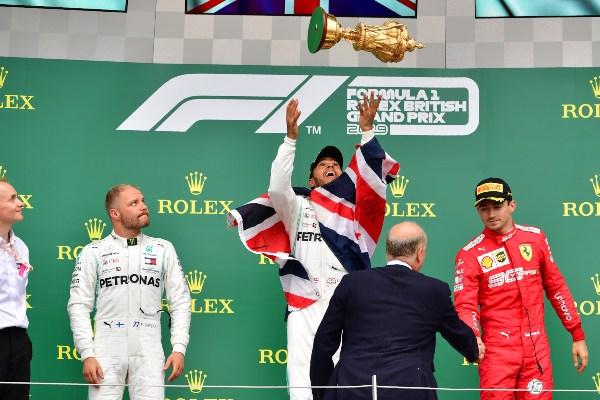 Este triunfo le permite a Hamilton convertirse en el piloto más laureado en la prueba inglesa. Foto: AFP