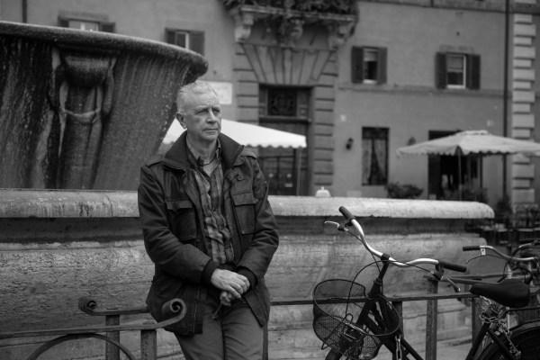 El escritor, poeta y editor, su verso es de libertad, no escribe por una necesidad de entregar un poema cada semana. Foto: Pablo Esparza