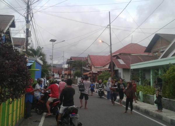 TEMOR. Mucha gente corrió hacia las zonas altas por miedo a un tsunami. Foto: AP.