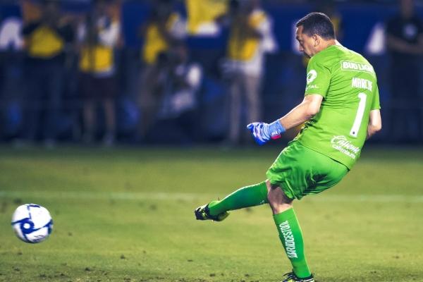 El héroe de la noche tienen nombre y apellido: Agustín Marchesín. Foto Mexsport