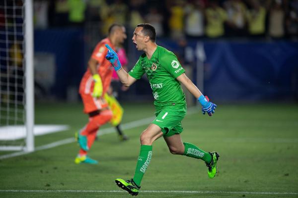 EN LA CIMA. El portero argentino Agustín Marchesín marcó el último cobro en la definición por penales. Foto: Mexsport.