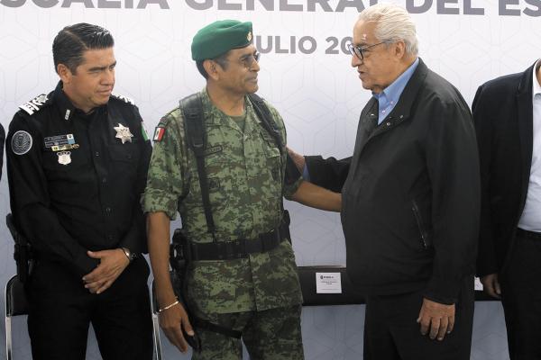 SEGURIDAD. El 3 de julio, Pacheco hizo entrega de equipamiento a elementos de Seguridad Pública. Foto: ENFOQUE.