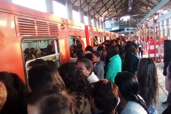 EL STC Metro pidió a sus usuarios tomar previsiones. Foto: @39Montiel