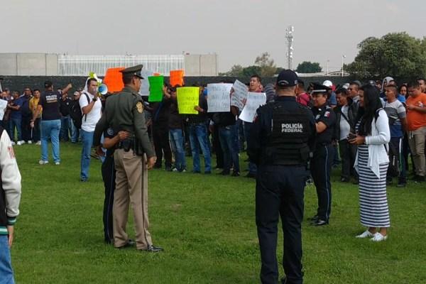 La convivencia de familias y policías continúa entre protestas. Foto: Gerardo Suárez