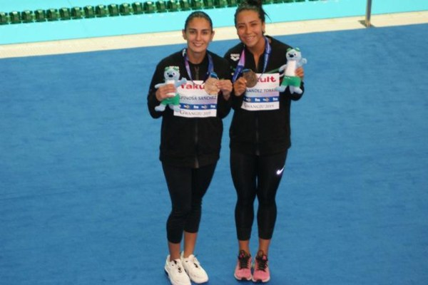 Paola Espinosa y Melany Hernández se llevaron el bronce en 3m sincronizado femenil. Foto: Conade