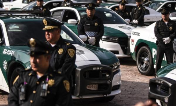La Jefa de Gobierno, Claudia Sheinbaum, entregó al alcalde Armando Quintero, 70 nuevas patrullas para la vigilancia de la demarcación. Foto Notimex
